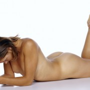Eine nackte, schöne Frau mit glatter Haut