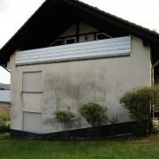 algenverschm,utzte Hausfassade